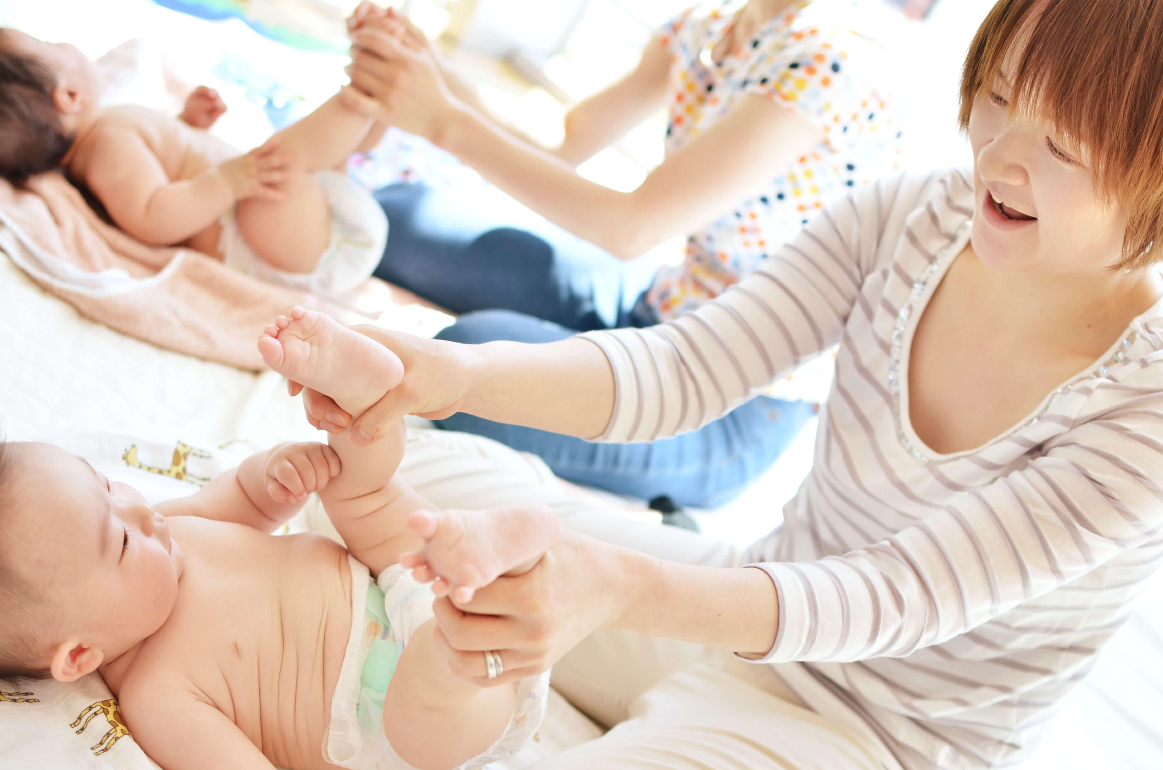 赤ちゃんの五感を刺激するベビーマッサージの効果とは