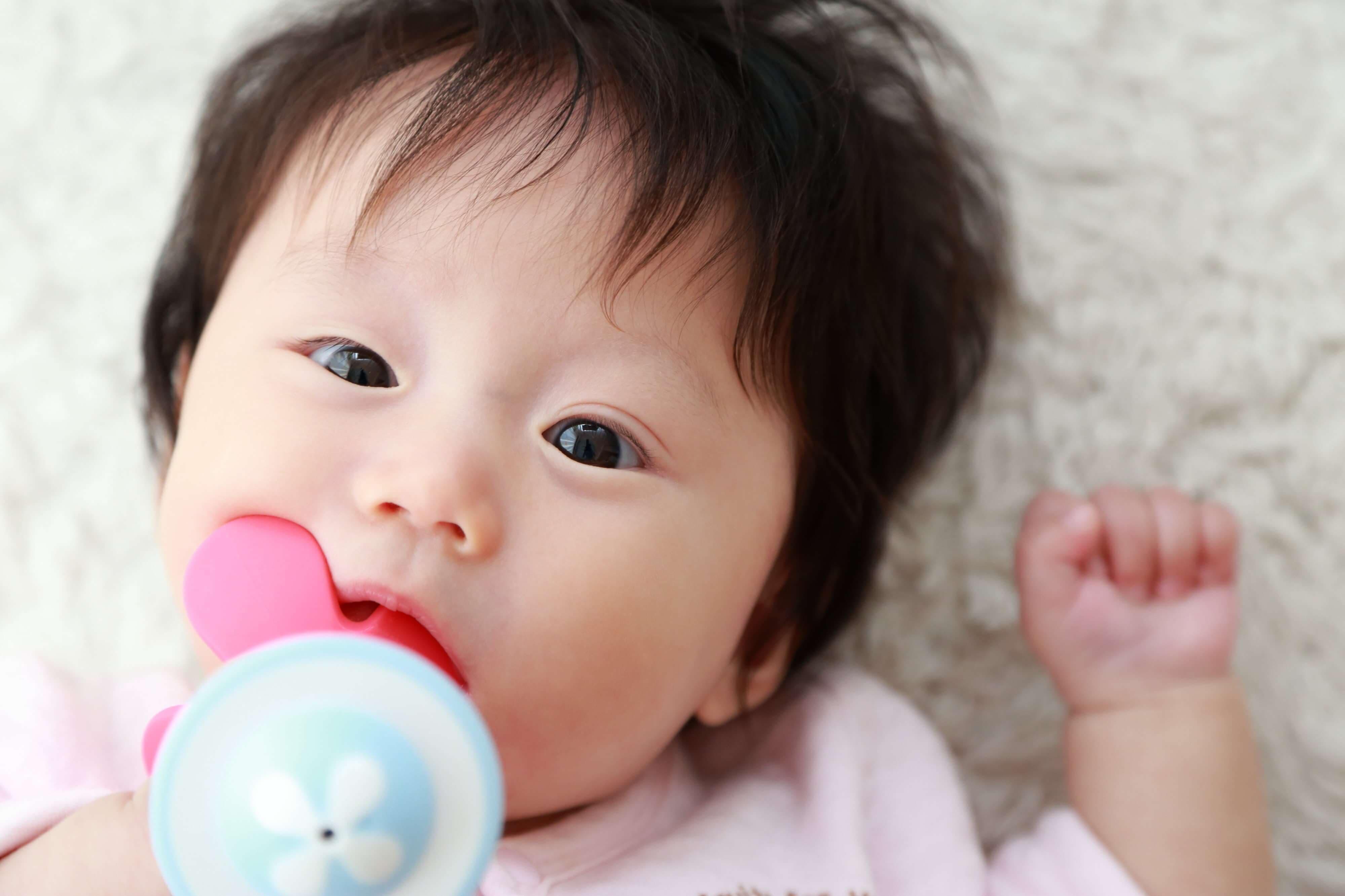 子どもの歯並びに影響?おしゃぶりを使うメリット・デメリット