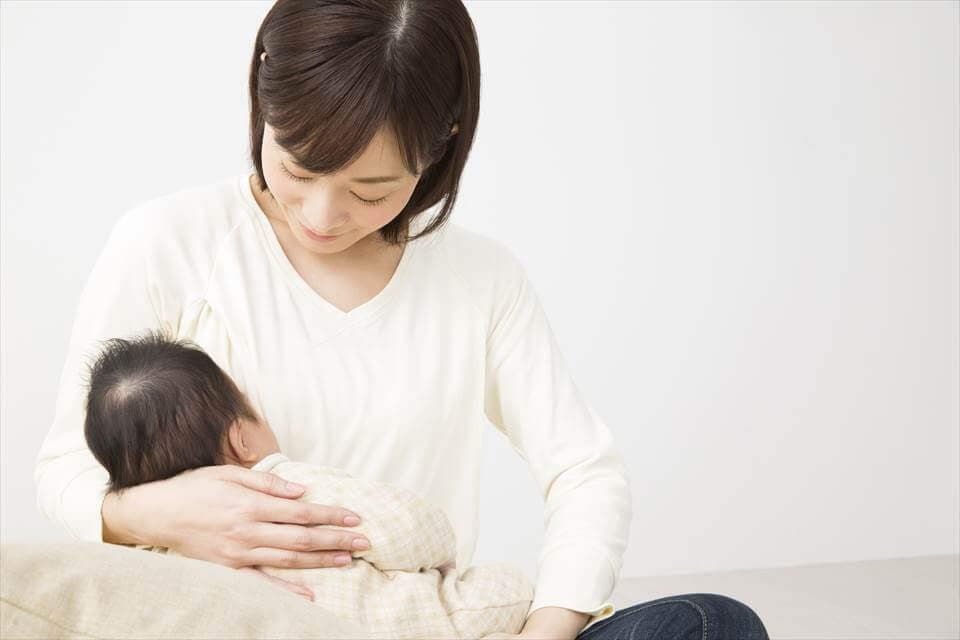 母乳と粉ミルクの違いとは?それぞれのメリット・ …