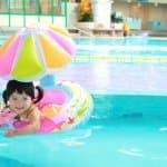 夏にプールデビュー!2歳児の水着の選び方とサイズ感は?