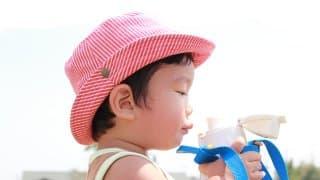 水だけで大丈夫?赤ちゃんの最適な水分補給の方法とは?