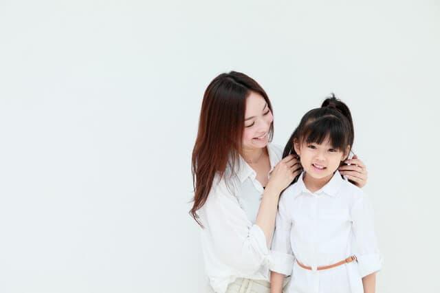 9歳の女の子と母親