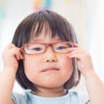親の遺伝が関係あり?!子どもの視力を低下させない3つの予防方法