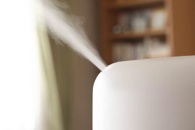 冬の乾燥から赤ちゃんを守ってくれる!加湿器の賢い選び方と使い方