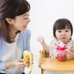 【月齢別】離乳食で赤ちゃんに食べさせてよい果物とダメな果物