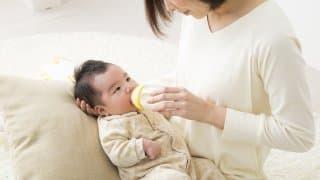 【完全ミルク編】時期ごとに変わるミルクの飲み方・与え方・目安量