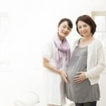 里帰り出産が逆効果?ストレスを回避するための実母との関係