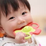 赤ちゃんの夜泣きやぐずりもこれで解消!人気の歯固め6選