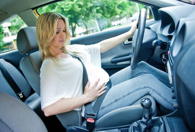運転中の妊婦