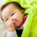 赤ちゃんをおしゃぶり依存にしないための6つの方法