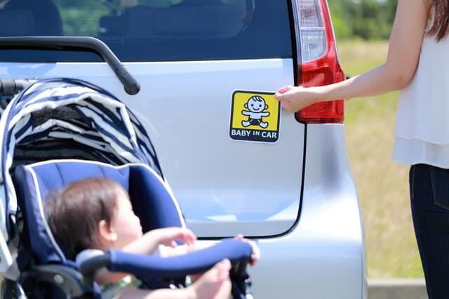 赤ちゃんと車のステッカー