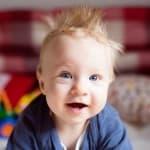 赤ちゃんの髪が逆立つ原因はミルクや母乳に関係あり?上手な直し方を伝授!