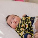赤ちゃんのおむつをパンツタイプに切り替えるタイミングはいつ?