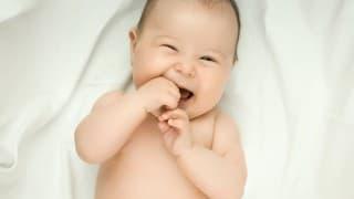 赤ちゃんが声を出して笑うのはいつから?赤ちゃんを笑わせるコツも伝授!