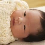 おくるみより赤ちゃんが快適?アメリカ発「スワドルミー」の使い方と効果