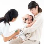 生まれたての赤ちゃんにあざが?「サーモンパッチ」の原因・症状・対処法