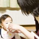 赤ちゃんに湯冷ましを作るならいつから?作り方や正しい飲ませ方ってある?