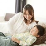 子どもが夜になっても寝ない原因とスムーズに寝てくれる七つの解決方法