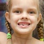 すごい音!子どもの歯ぎしりの原因、影響、対処法は?