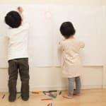 壁に子どもが落書きしちゃったら…覚えておきたい六つの落書き予防法