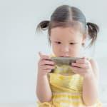 子どもがスマートフォンを利用して視力低下しないように気をつけるポイント
