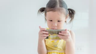 子どもがスマホを利用して視力低下しないように気をつけるポイント