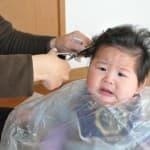 赤ちゃんの髪の毛はいつから切っていいの?上手に切る方法!