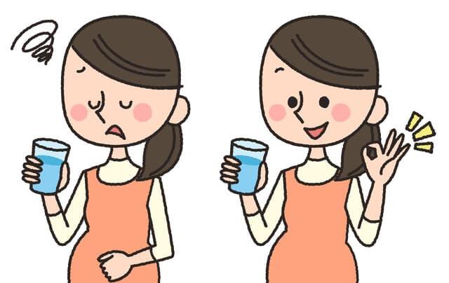 水分補給する妊婦