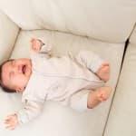 赤ちゃんが授乳後にすぐ泣くのはなぜ?対処法はある?