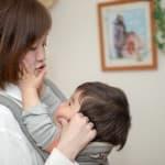 赤ちゃんが楽な体勢で抱っこをしよう!抱っこ紐を使った時は特に注意