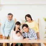 パパ・ママとどこがそっくり?優性遺伝と劣性遺伝の違いと特徴