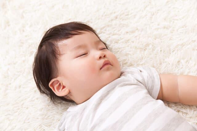 気持ちよく寝ている赤ちゃん
