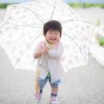大人の傘となにが違うの?いつから使える?子ども傘のサイズを選ぶポイント