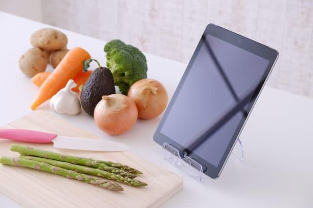 野菜とタブレット