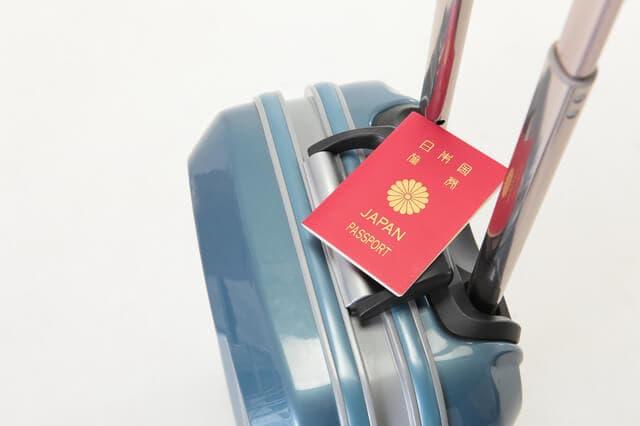 キャリーバックとパスポート
