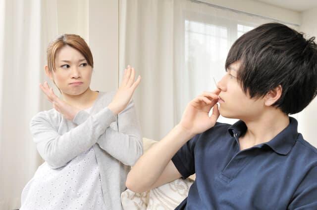 タバコを拒否する妊婦さん