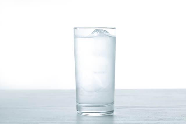 コップに入った水