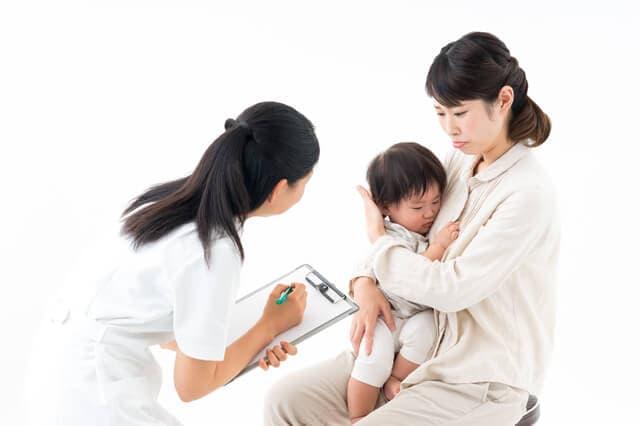皮膚科を受診する赤ちゃん