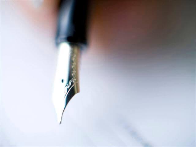 申請書とペン