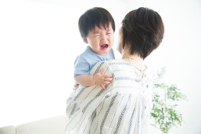 泣き続ける赤ちゃん