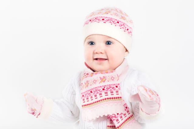 厚着をする赤ちゃん