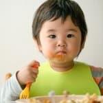ご飯がボロボロ・・・1歳児が手づかみで食べやすいおにぎりの作り方