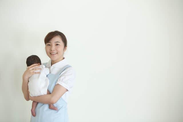 助産師と新生児