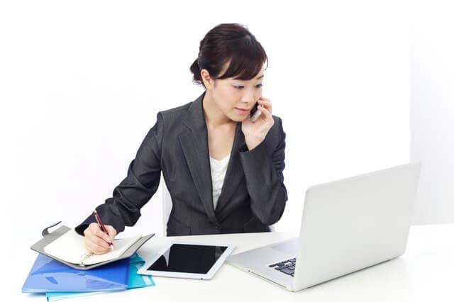 社員で働く女性