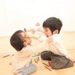 【保育監修】子ども同士の喧嘩で怪我をさせてしまった!相手の親への丁寧な謝罪の仕方