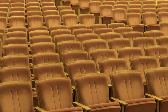 コンサートホールのイス