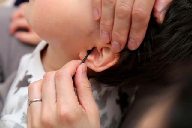 幼児の耳掃除