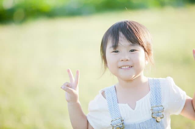 かわいい笑顔の子ども