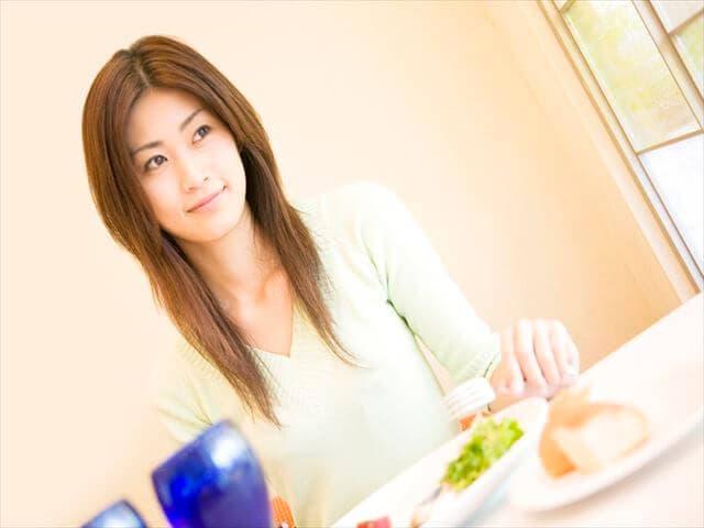 栄養のある食事を心がけている女性