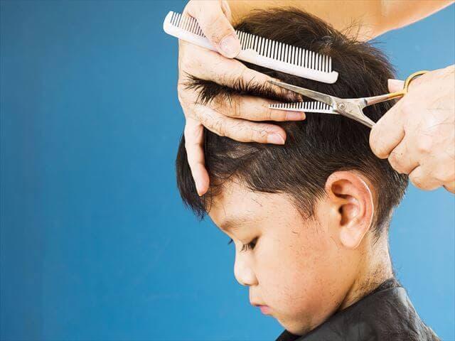 子どもの髪の毛を切る方法